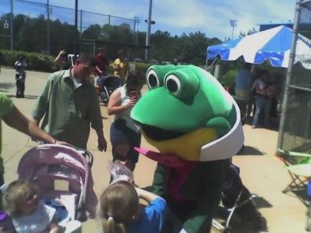 Glen the Frog frightens children at Gourmet Gardens